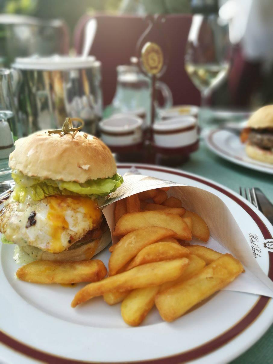 Burger essen im Hotel Sacher Salzburg?