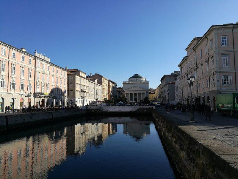 Piazza del Ponterosso, Centro Trieste